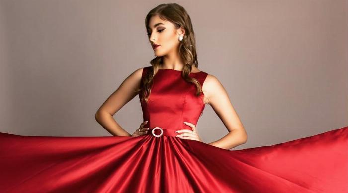 Flowy red prom dress