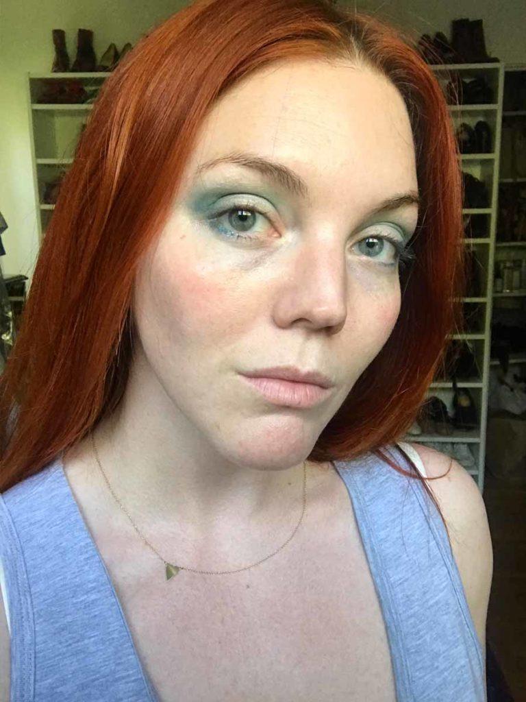 Blue eyeshadow contour