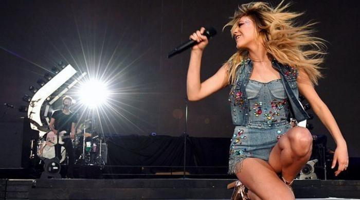 Kelsea Ballerini On Stage