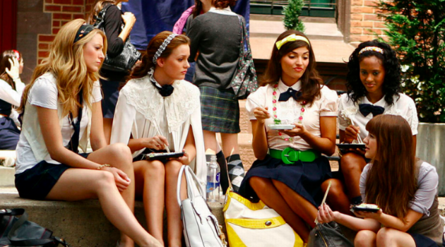Blair, Serena and friend sitting at lunch