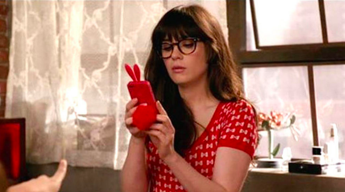 Jess texting New Girl