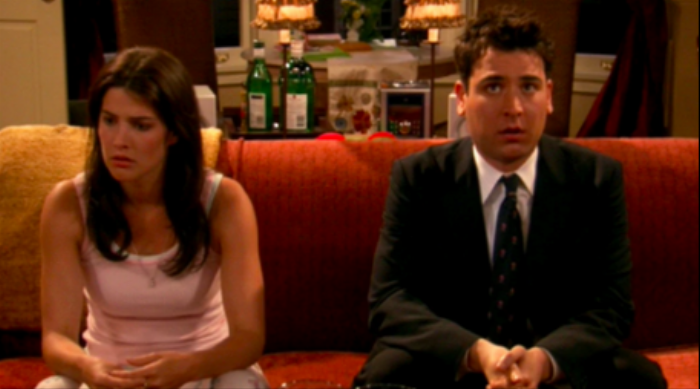 How I Met Your Mother: Ted and Robin sit awkwardly on the couch