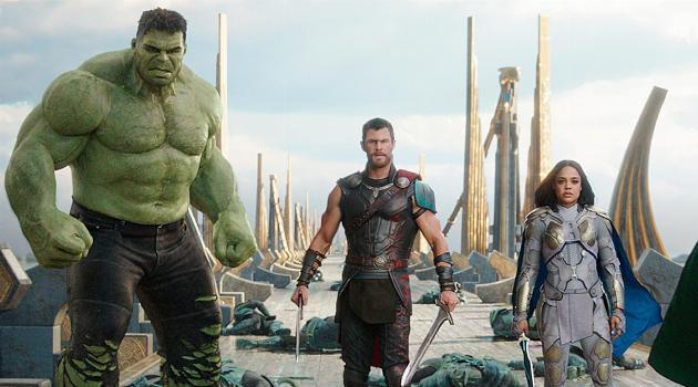 thor-ragnarok-hulk-thor-valkyrie-articleH-071018