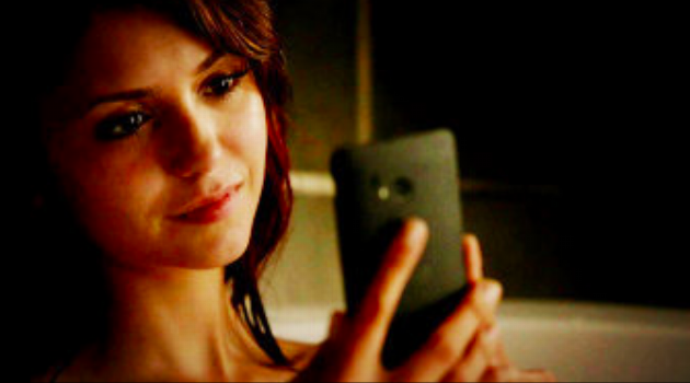 The Vampire Diaries: Elena staring at her phone