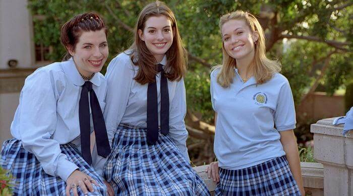 Heather Matarazzo, Anne Hathaway, and Mandy Moore in The Princess Diaries