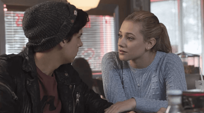 Riverdale: Betty and Jughead talking in a diner