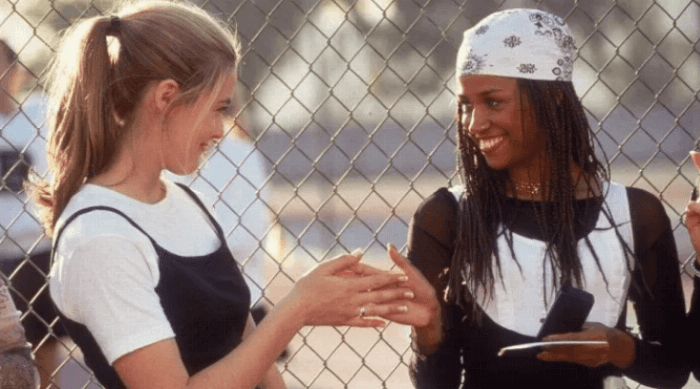 Clueless: Cher and Dionne doing their handshake