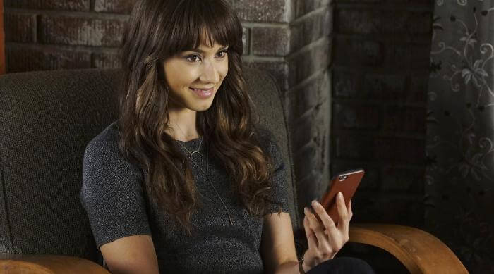 Spencer's evil twin on the phone in Pretty Little Liars
