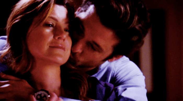 Greys Anatomy: Derek hugging Meredith