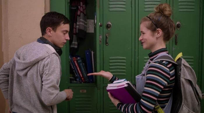 Paige talking to Sam at their lockers in Atypical
