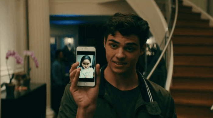 Peter changes his phone background to lara Jean