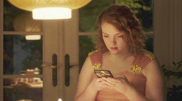 Sierra Burgess Is a Loser: Sierra at the table holding her phone