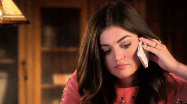 Pretty Little Liars: Aria talking on the phone
