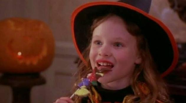 Thora Birch eating candy in Hocus Pocus
