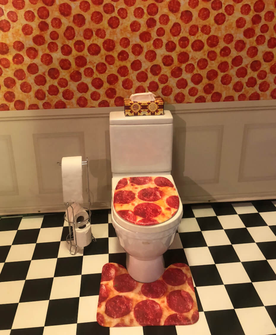 pizza-experience-toilet-100118-1