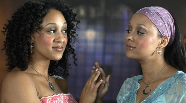 Twitches: tia and tamara mowry holding hands