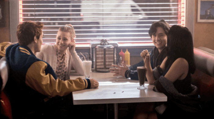 Riverdale: Betty, Jughead, Archie and Veronica sitting in a book at Pop's Diner