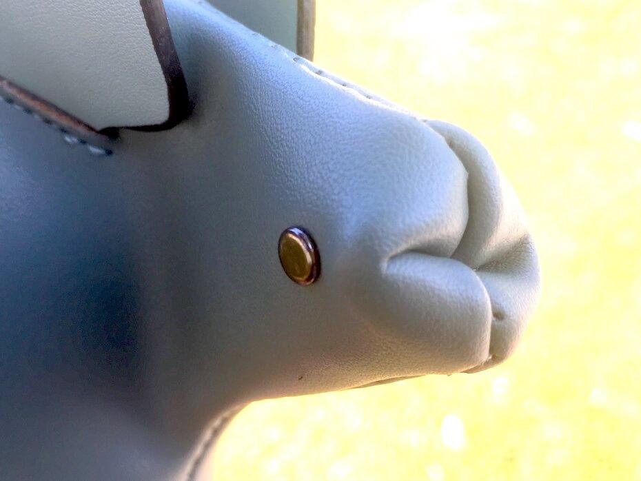 dinosaur-handbag-face-close-up-112818