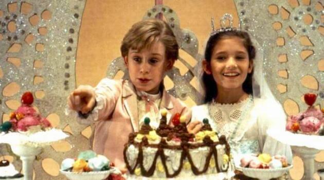 george-balanchines-the-nutcracker-macaulay-caulkin-eating-cake-articleH-113018