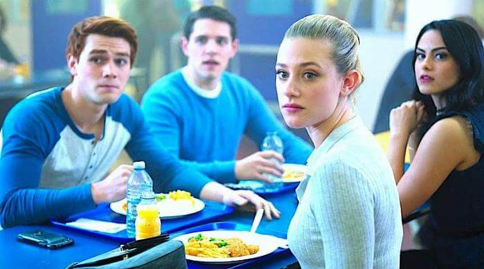 Riverdale: Archie, Kevin, Betty and Veronica eating in the cafeteria