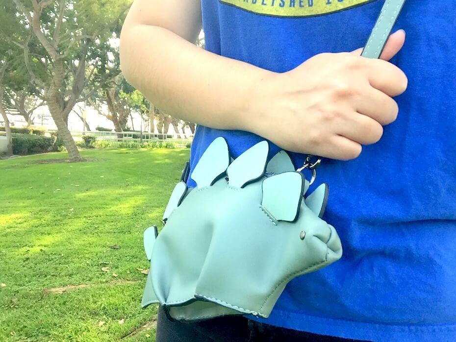wearing-dinosaur-handbag-112818