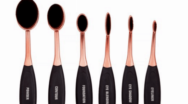 Premium oval makeup brushes