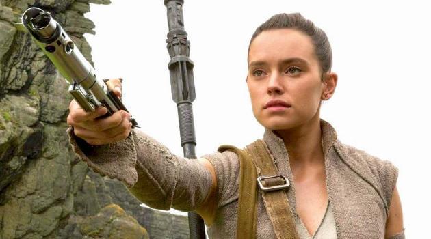 Star Wars: The Force Awakens - Rey hands Luke his lightsaber