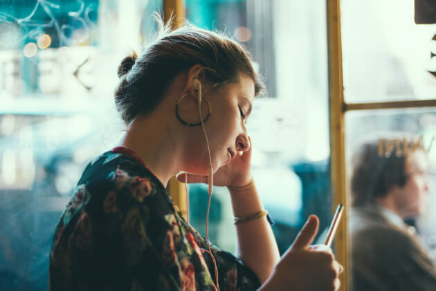 woman-listening-to-music-through-headphones-121718