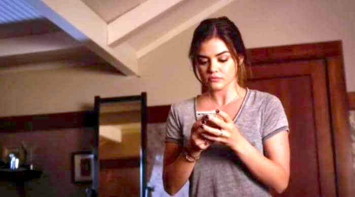 pretty little liars - aria staring at her phone