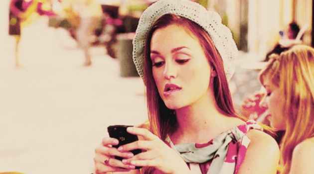 gossip girl- blair staring at her phone