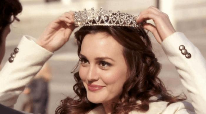 Gossip Girl: Blair Waldorf putting on a crown