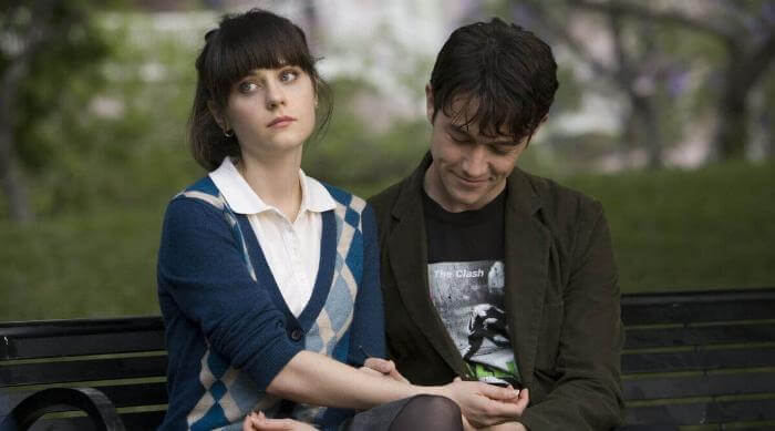 Tom drawing a picture on Summer's arm as she looks off into the distance in 500 Days of Summer