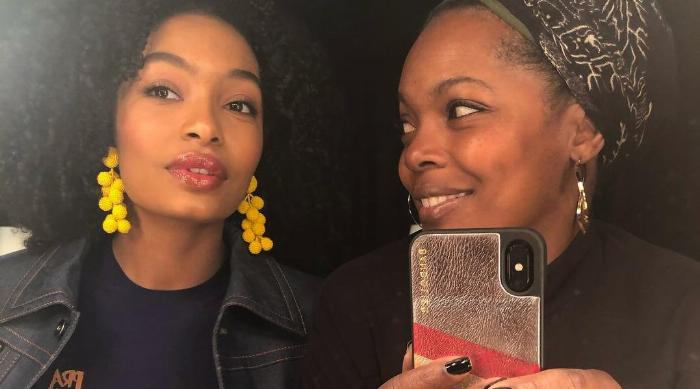 Instagram: Yara Shahidi mirror selfie with mom
