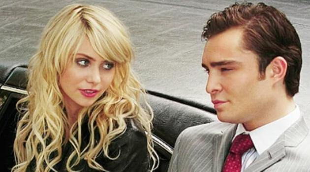 Jenny and Chuck together in a scene from Gossip Girl