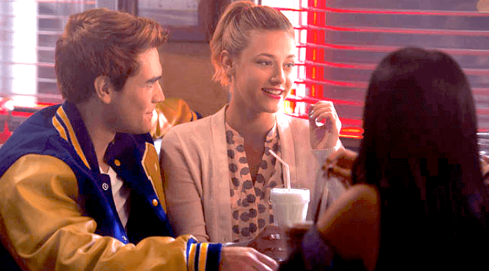 riverdale-betty and archie at pop's diner