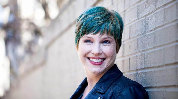 Author Gwenda Bond headshot