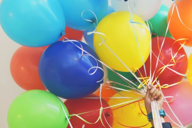 hand-holding-balloons-041719