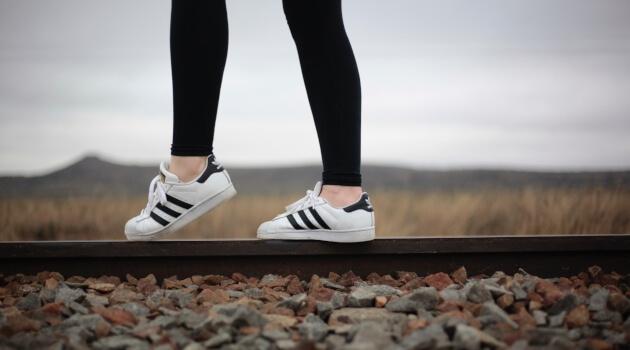 UNSPLASH - BLACK LEGGING AND ADDIDAS SHOES