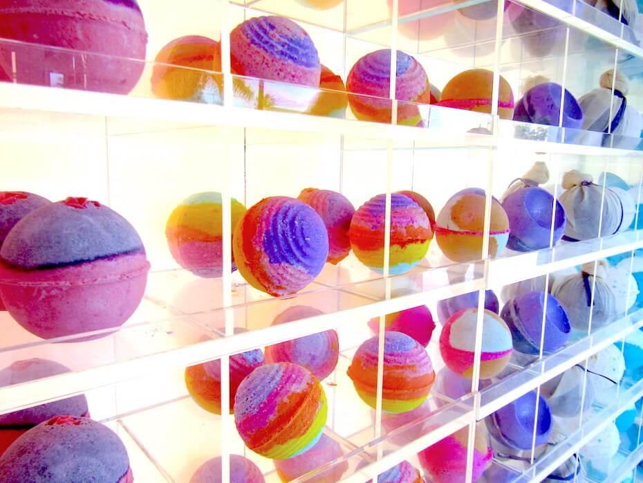 lush-bath-bombs-rainbow-colors-051719