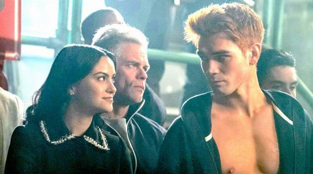 riverdale-veronica-smiling-at-shirtless-archie-articleH-051419