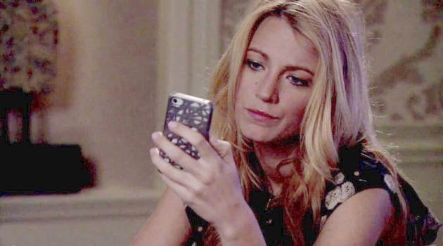 Serena staring at her phone looking sad in a scene from Gossip Girl