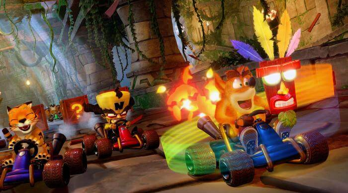 Crash Team Racing: Nitro-Fueled - Crash in lead with Aku Aku mask