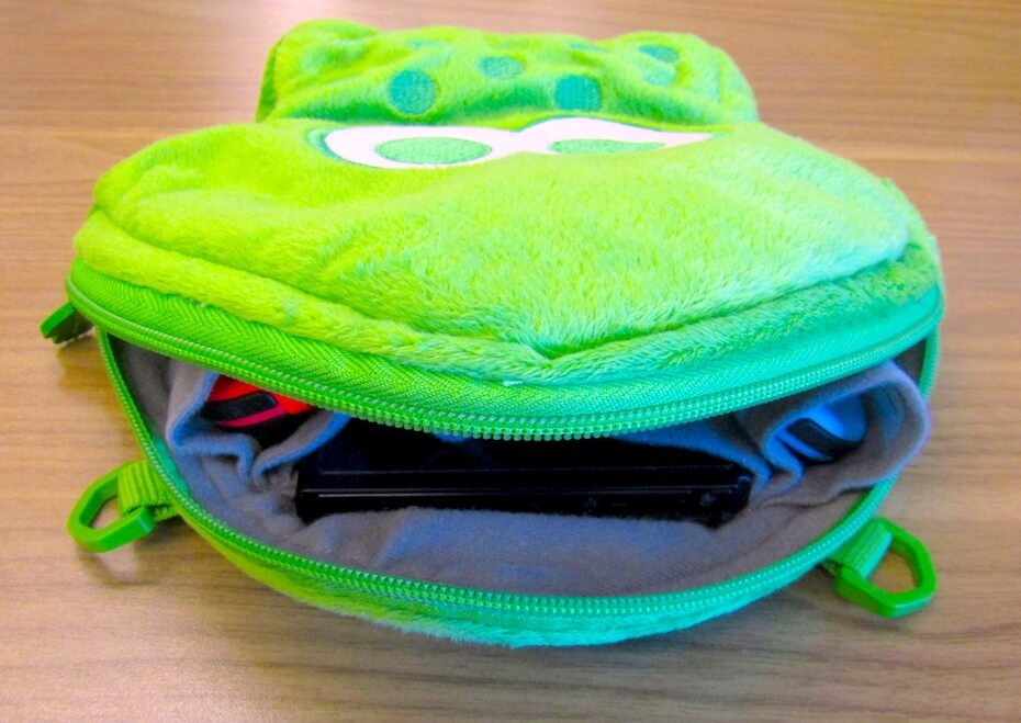 Hori green Splatoon Nintendo Switch case interior