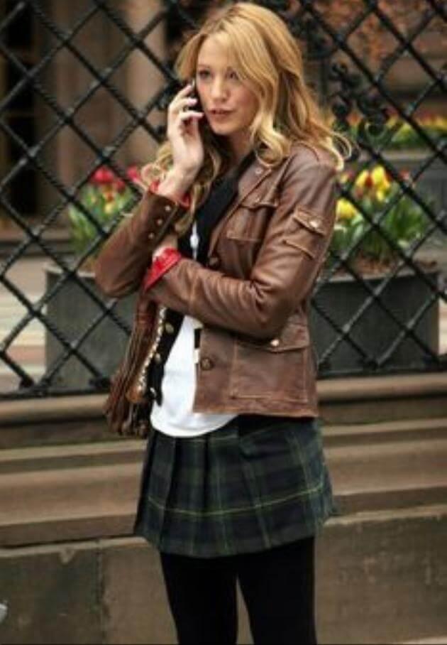 Serena van der woodsen of gossip girl in school uniform