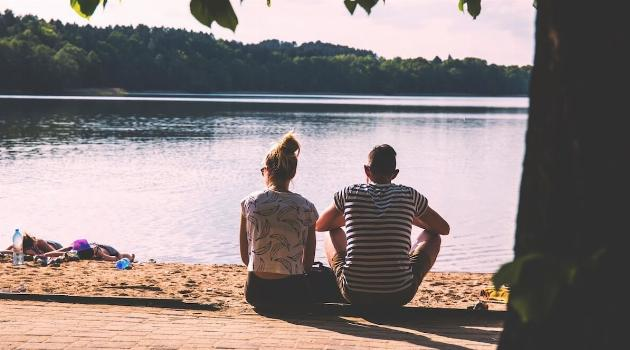 unsplash-freestocks-girl-and-boy-sitting-in-front-of-lake-together-articleH-070919