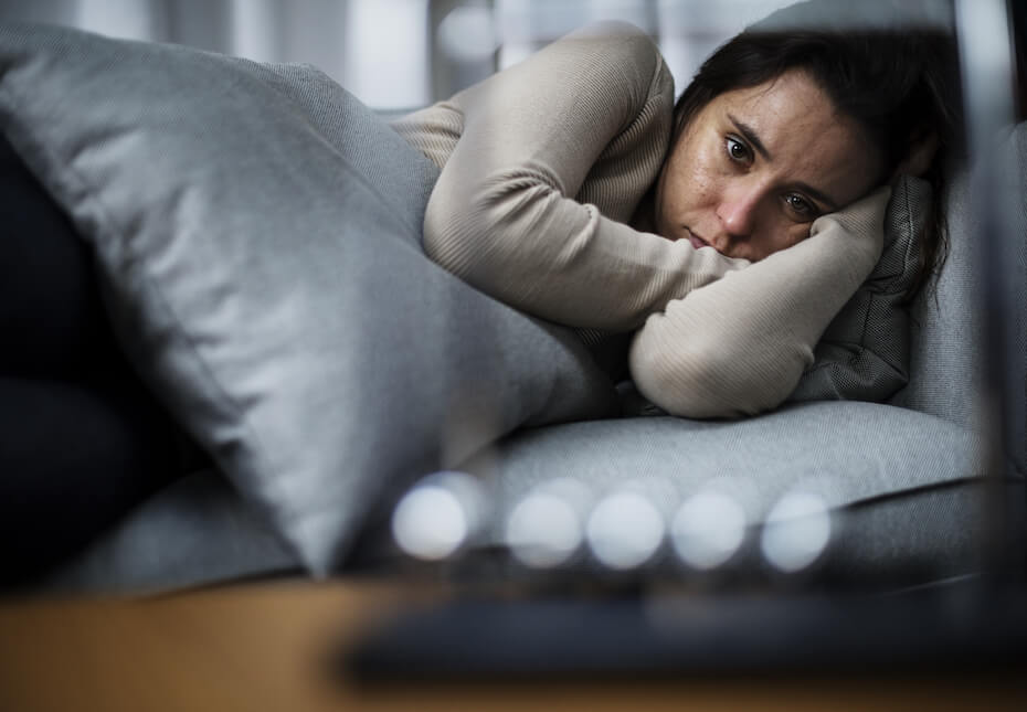 shutterstock-woman-in-bed-upset-sad-080919