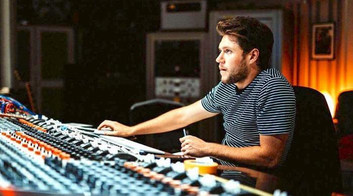 Instagram: Niall Horan in the recording studio