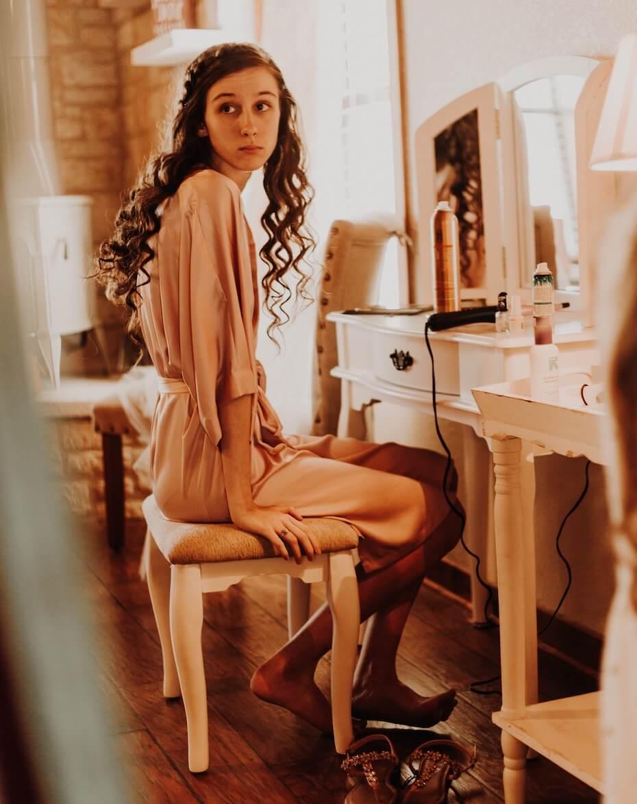 unsplash-omar-lopez-girl-looking-nervous-backstage-091219
