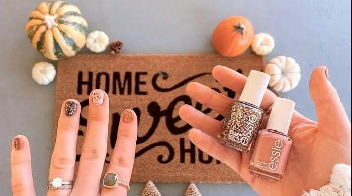 Instagram: Woman wearing fall manicure
