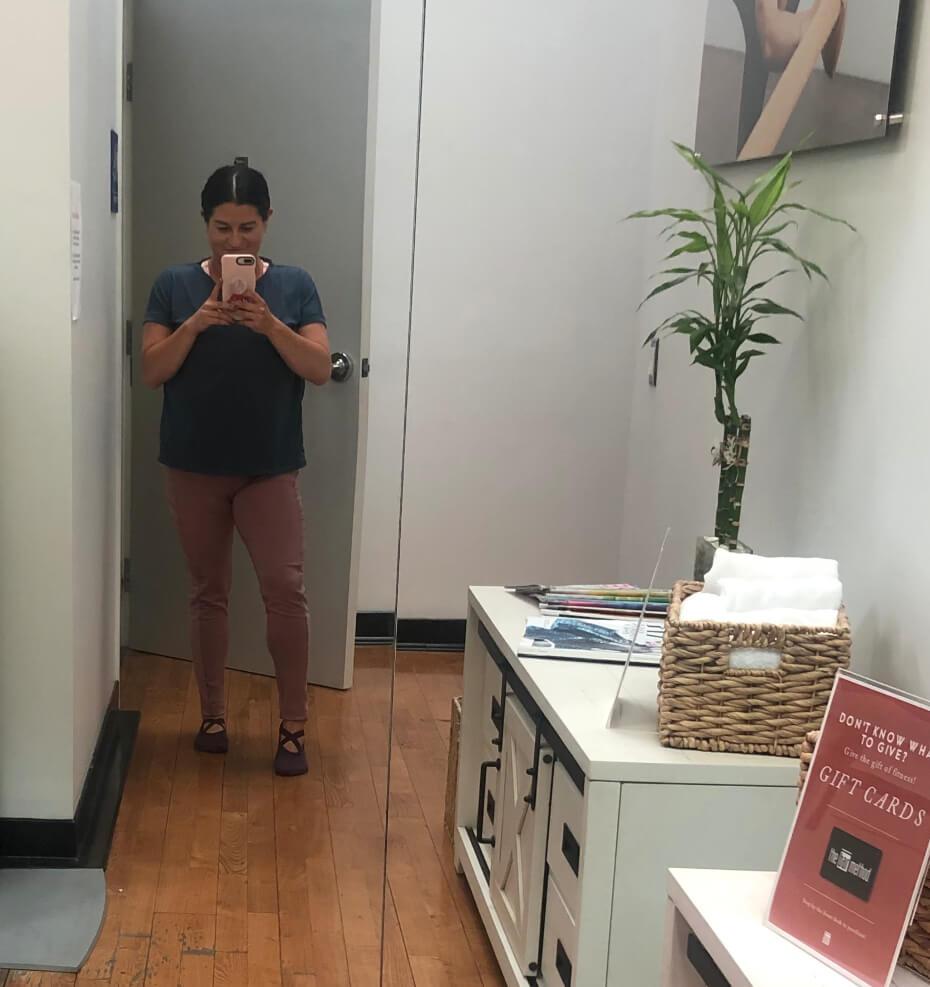 leggings-mirror-selfie-111519-2
